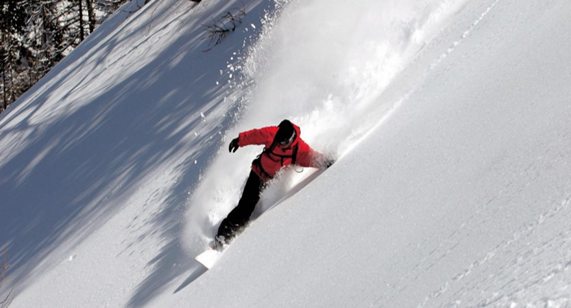 italy_courmayeur_snowboarder.jpg