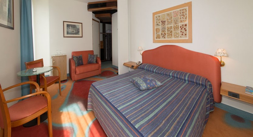 Catullo Hotel, Sirmione, Lake Garda, Italy - Typical lake view bedroom.jpg