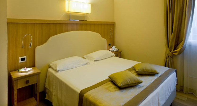 Hotel Sirmione, Sirmione, Lake Garda, Italy - Executive bedroom.jpg
