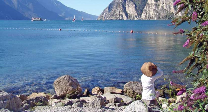 italy_lake-garda_riva_enjoying-lake-view.jpg