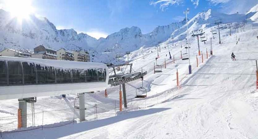 andorra_pas-de-la-casa_skiers.jpg