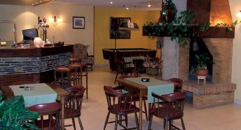 Xalet Besoli aparthotel - bar (1)