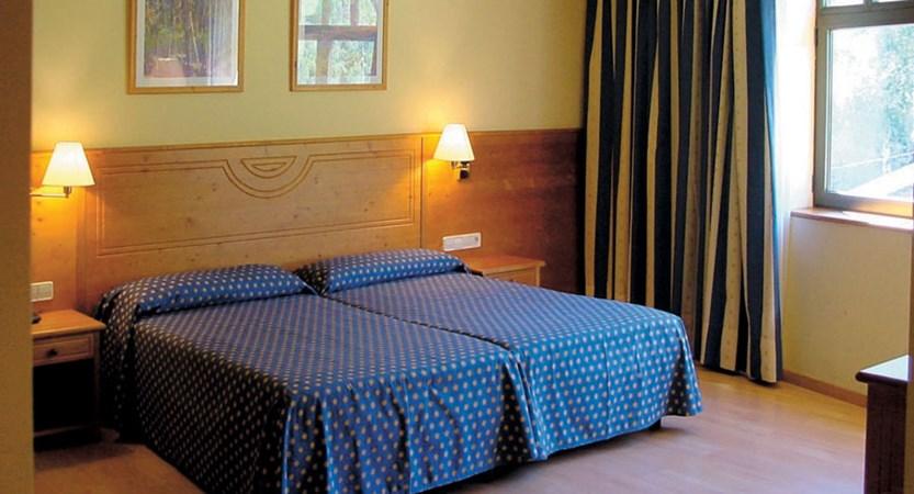 Bedroom, Hotel Euro Esqui twin.jpg