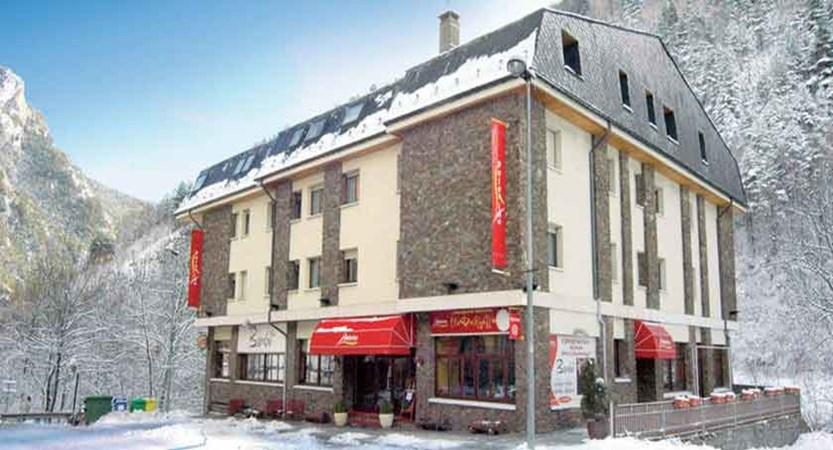 Hotel Palarine - snowy exterior