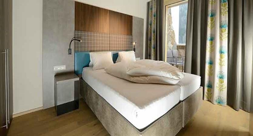 Austria_St-Anton_Hotel-Nassereinerhof_Bed.jpg