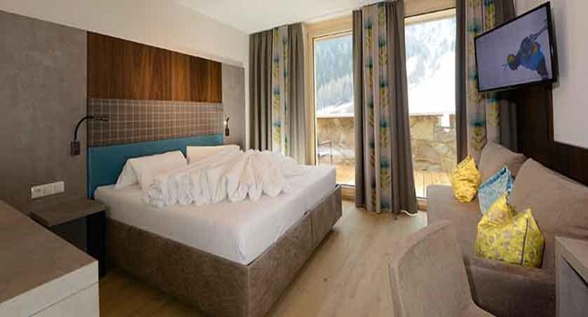 Austria_St-Anton_Hotel-Nassereinerhof_double_bedroom.jpg