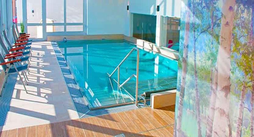 Austria_St-Anton_Hotel-Nassereinerhof_indoor_pool.jpg