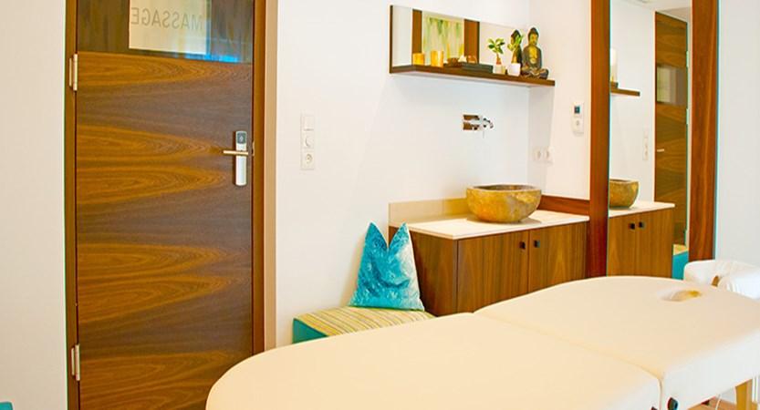 Austria_St-Anton_Hotel-Nassereinerhof_massage.jpg