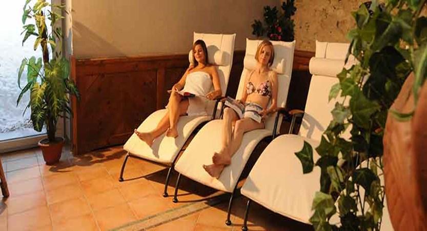 Austria_St-Anton_Hotel-Nassereinerhof_recline.jpg