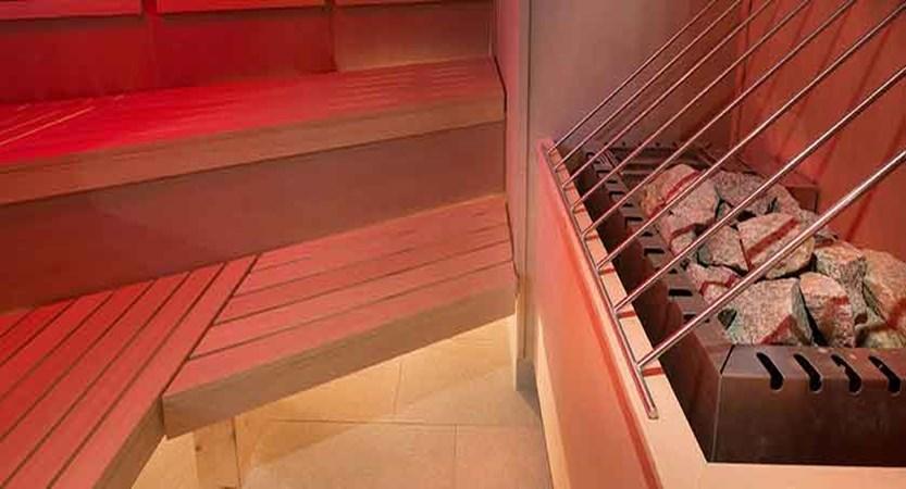 Austria_St-Anton_Hotel-Nassereinerhof_Sauna_Stones.jpg