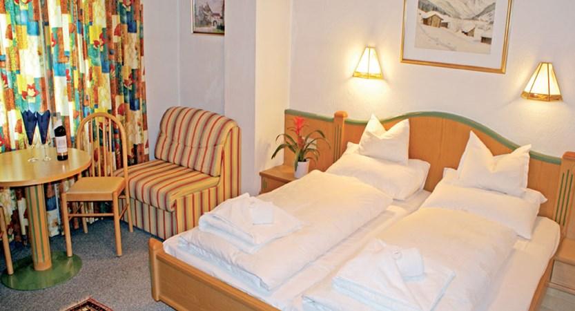 Austria_St-anton_Chalet-Alpenheim_Bedroom.jpg