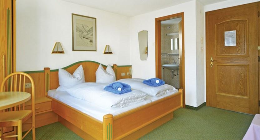 Austria_St-anton_Chalet-Alpenheim_Bedroom_en-suite.jpg