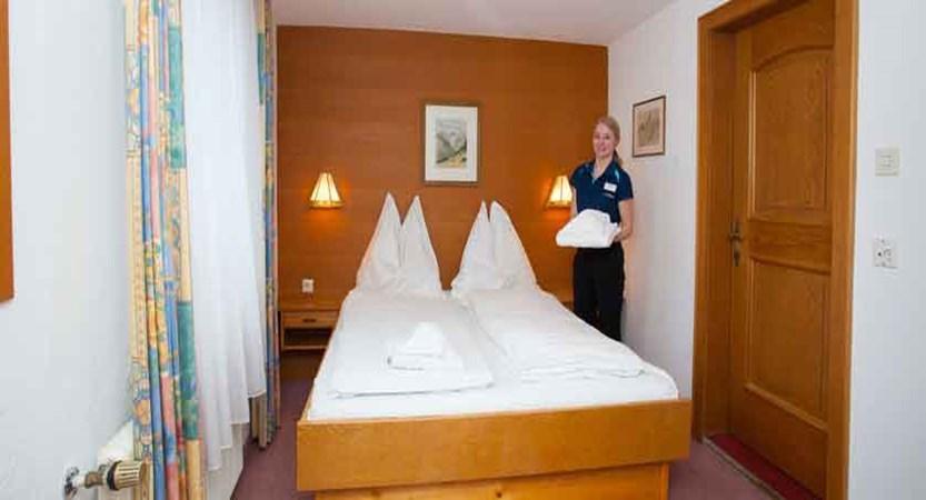 austria_st-anton_chalet-alpenheim_bedroom_host.jpg