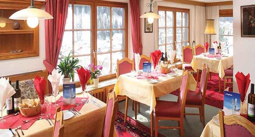 Austria_St-anton_Chalet-Alpenheim_Dining_room.jpg