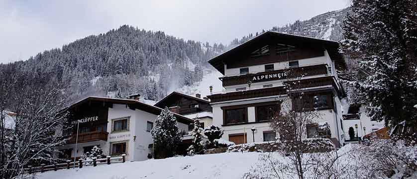 austria_st-anton_chalet-alpenheim-exterior.jpg