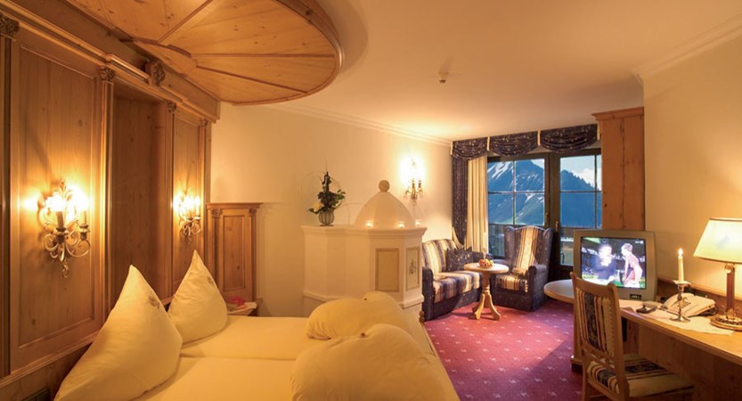Austria_St-Anton_Hotel-Alte-Post_Bedroom_double.jpg