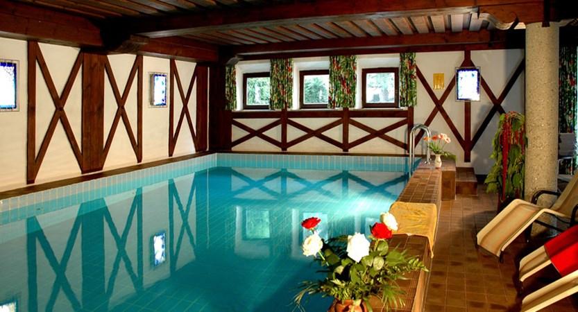 Austria_St-Anton_Hotel-Alberg_indoor_pool.jpg