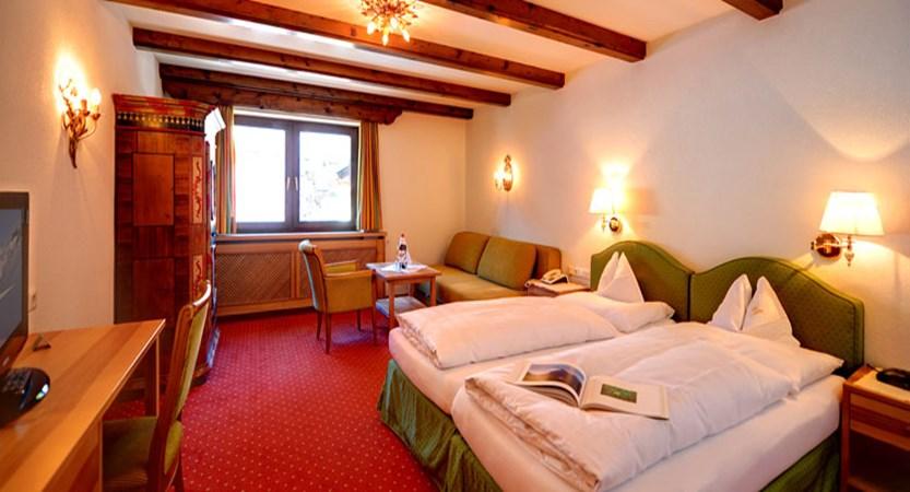 austria_st-anton_hotel-alberg_superior-twin-room.jpg