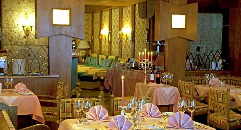 Austria_St-Anton_Sporthotel_st-Anton_Dining.jpg