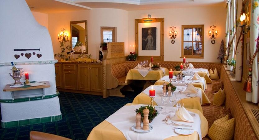 austria_arlberg-ski-area_zurs_hotel_Erzberg_dining.jpg