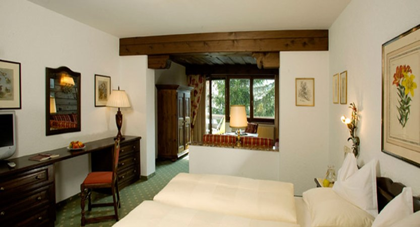 austria_arlberg-ski-area_lech_hotel_haldendorf_large_twin_bedroom.jpg