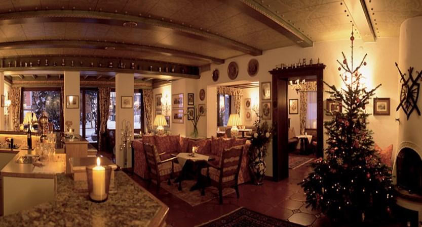 austria_arlberg-ski-area_lech_hotel_haldendorf_lounge_christmas.jpg