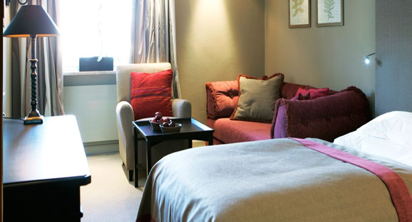 austria_arlberg-ski-area_lech_Hotel-Berghof_arlberg_Bedroom_grey.jpg