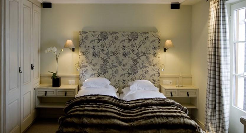 austria_arlberg-ski-area_lech_Hotel-Berghof_arlberg_twin_bed.jpg