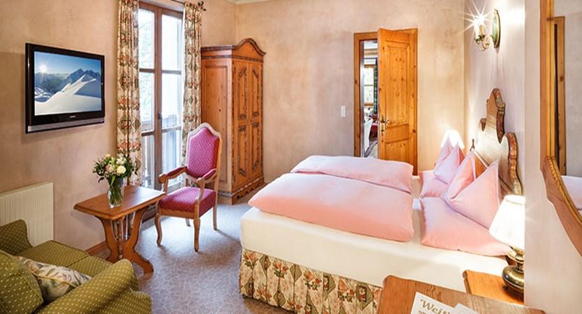 chesa-rosa-snow-princess-twin-bedroom2.jpg