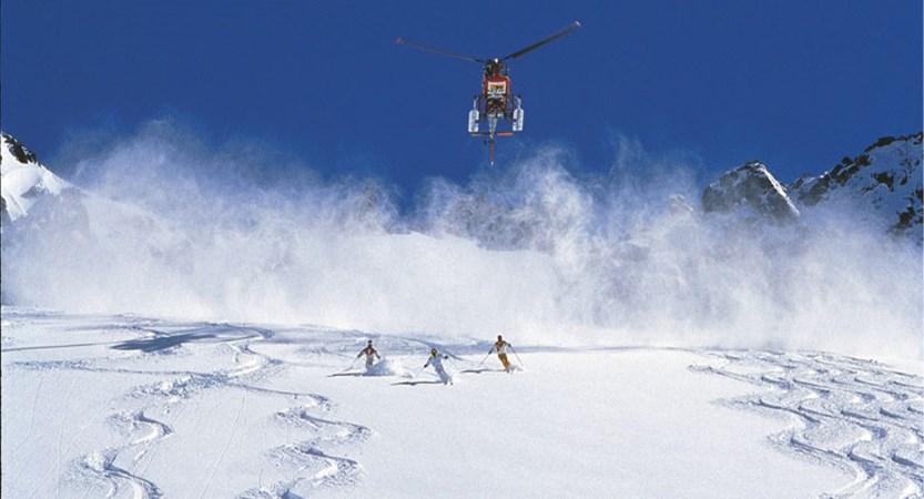 austria_arlberg-ski-area_helicopter-skiers-off-piste.jpg