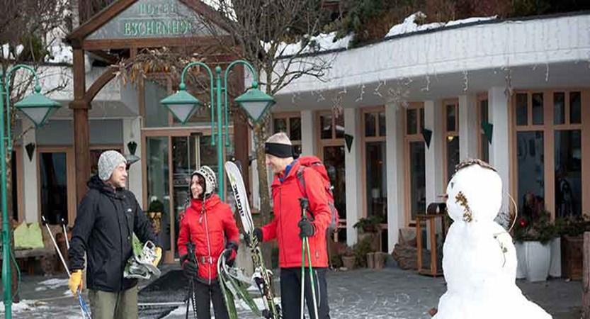 Austria_Bad-Kleinkirchheim_Hotel-Eschenhof_exterior-with-skiers.jpg