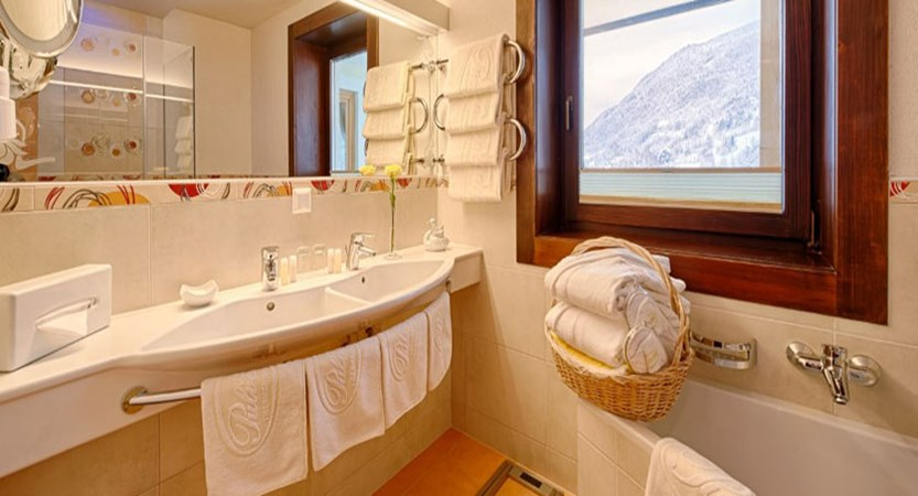 austria_bad-kleinkirchheim_thermal-spa-hotel-pulverer_bathroom.jpg