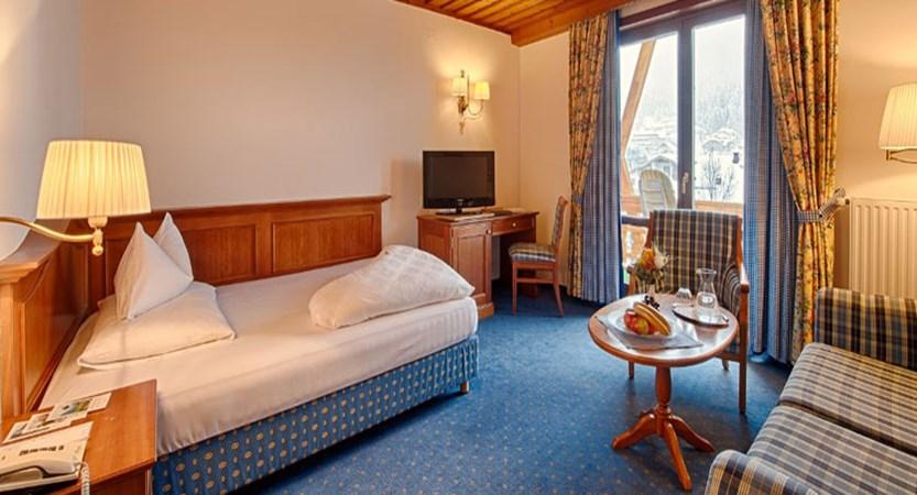 austria_bad-kleinkirchheim_thermal-spa-hotel-pulverer_bedroom.jpg