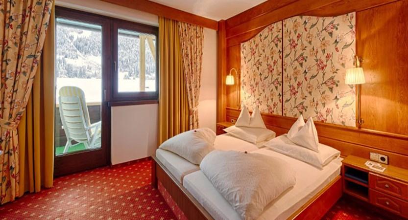 austria_bad-kleinkirchheim_thermal-spa-hotel-pulverer_bedroom4.jpg