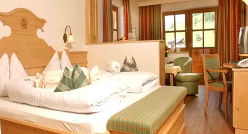 Austria_Filzmoos_Hotel-Hammerhof_Bedroom.jpg