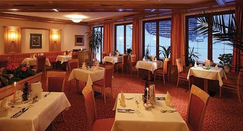 Austria_Galtur_Hotel-Büntali_Restaurant.jpg