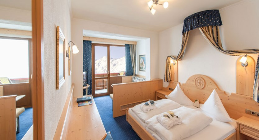 austria_hochgurgl_hotel-riml_bedroom.jpg