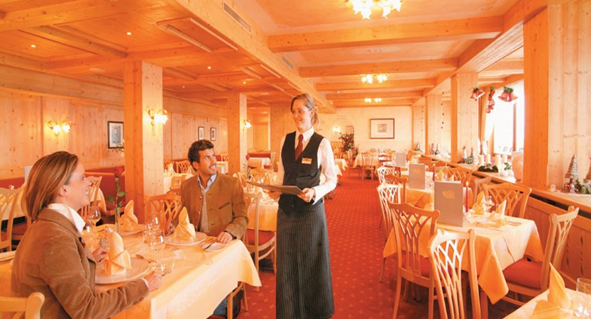 Austria_Hochgurgl_Hotel-Riml_Dining-roomstaff.jpg