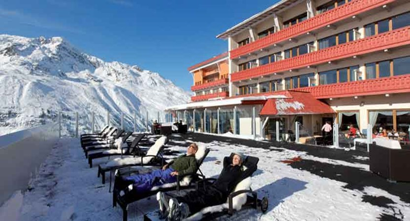 Austria_Hochgurgl_Hotel-Riml_Exterior-terrace-loungers.jpg