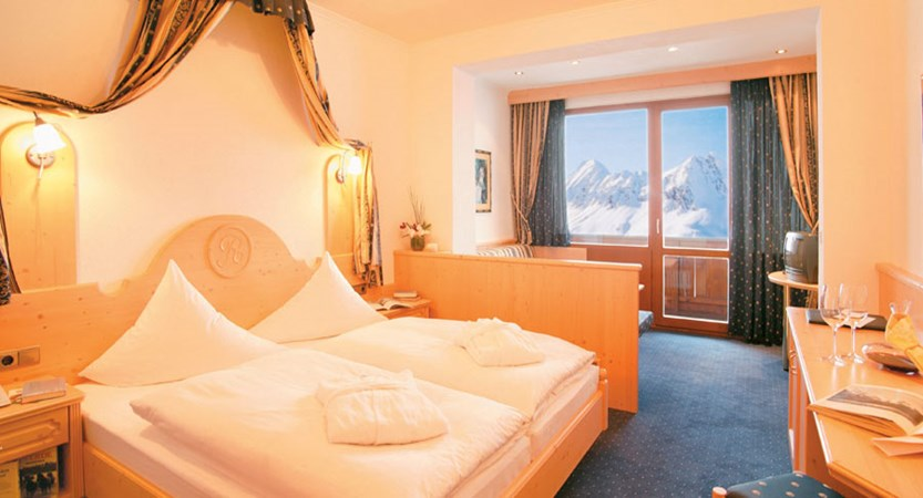 Austria_Hochgurgl_Hotel-Riml_south-facing-twin-room.jpg