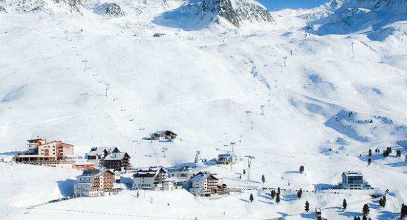 austria_hochgurgl_resort-piste-view2.jpg