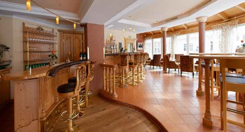Austria_Ischgl_Hotel_Birgitte_bar2.jpg