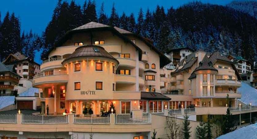 Austria_Ischgl_Hotel_Birgitte_exterior_night.jpg