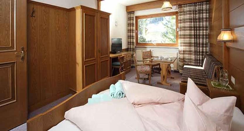 Austria_Ischgl_Hotel_Val Sinestra_bedroom.jpg