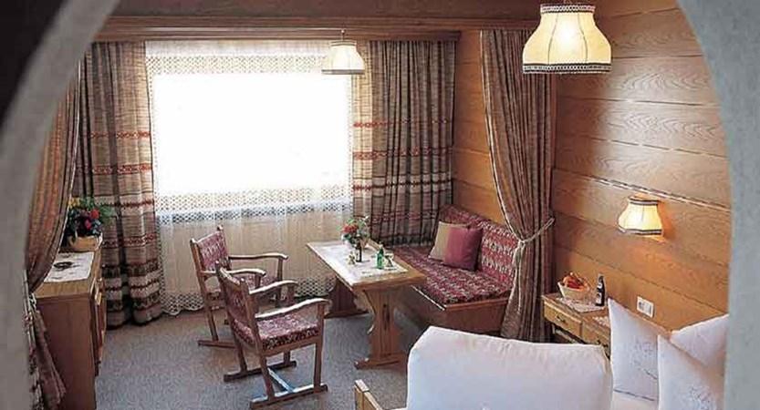 Austria_Ischgl_Hotel_Val Sinestra_bedroom_twin.jpg
