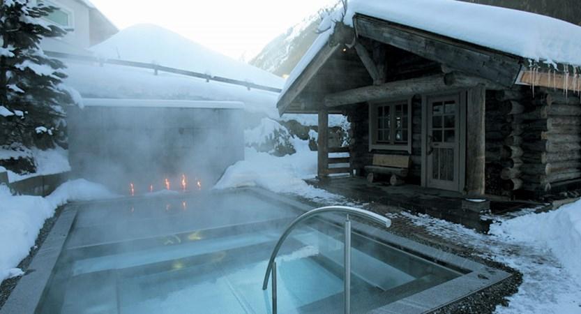 austria_ischgl_hotel-madlein_outdoor jacuzzi.jpg