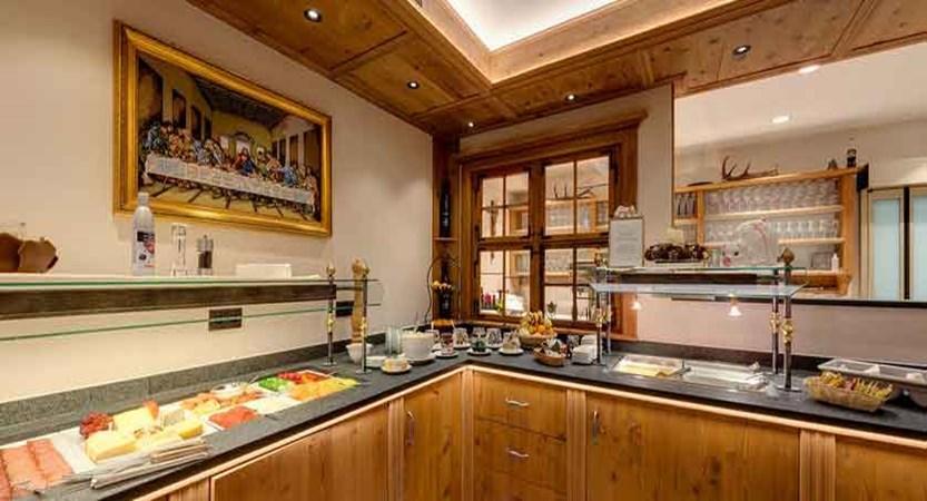 austria_ischgl_hotel-jagerhof_buffet-area.jpg
