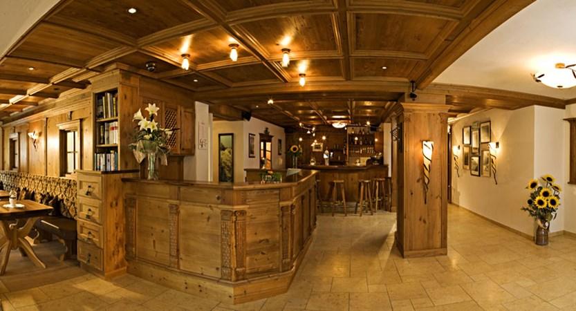 austria_ischgl_hotel-jagerhof_lobby-bar-area.jpg