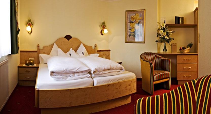 austria_ischgl_hotel-jagerhof_twin-bedroom.jpg