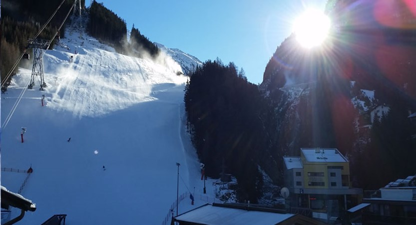 Austria_Ischgl_home-run-in-sunshine.jpg